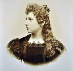 Julia Espín