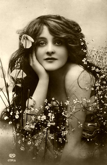 beautiful_woman_with_flowers