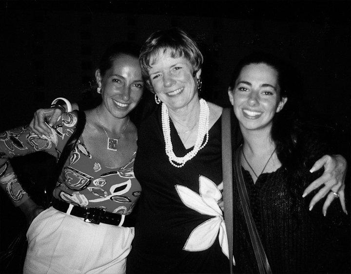 Nermin, Pamira Bezmen ve Sandra Wells.