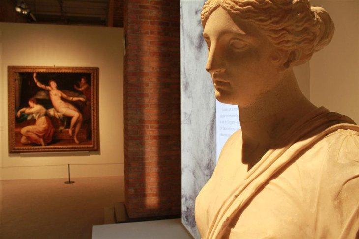 Cabeza-retrato de Cleopatra VII de mediados del siglo I a.C., cedida por el Museo del Louvre.