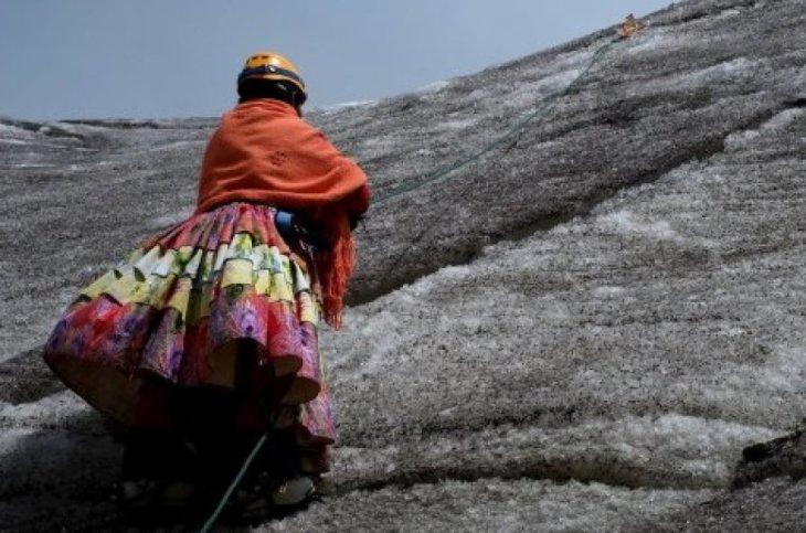The Wider Image: Bolivia's cholita climbers