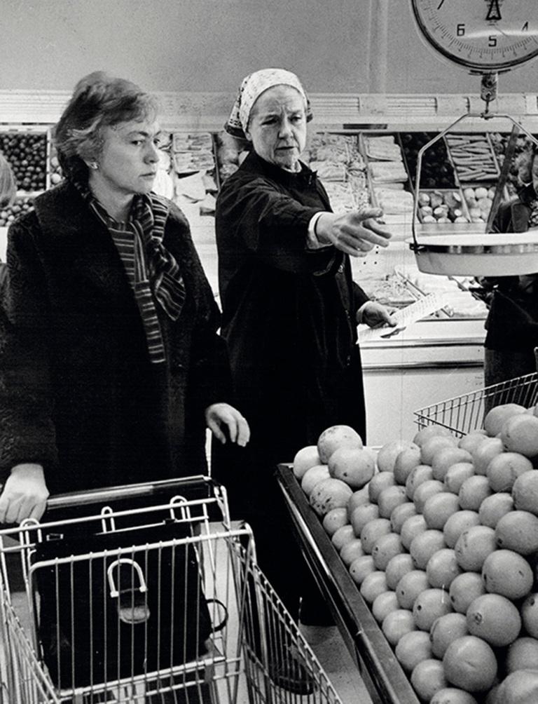 la autora junto a la cocinera y escritora culinaria Rosemary Manell.jpg
